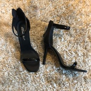 Basic black strappy heel sandal